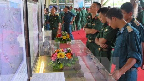 Exposition de cartes et d'archives sur Hoang Sa et Truong Sa du Vietnam hinh anh 1