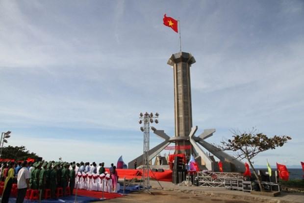 Une tour du drapeau national inauguree au district insulaire de Con Co a Quang Tri hinh anh 1