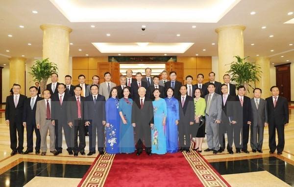 Nguyen Phu Trong rencontre de nouveaux ambassadeurs et representants vietnamiens hinh anh 1