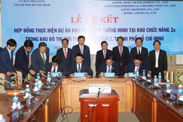 HCM-Ville et le groupe sud-coreen Lotte cooperent dans la construction de la ville intelligente hinh anh 1