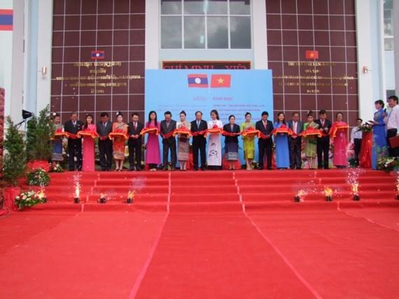 Une exposition photographique pour marquer les relations Vietnam-Laos hinh anh 1