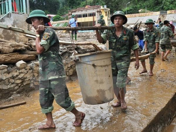 L'ambassade du Vietnam au Laos vient en aide aux sinistres des crues hinh anh 1