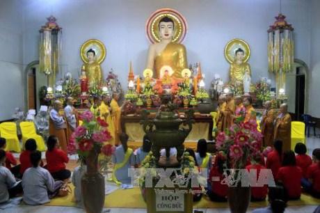 La fete Vu Lan celebree au Laos hinh anh 1