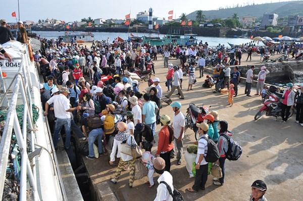 Fete nationale: les visiteurs debarquent a des sites historiques et touristiques hinh anh 1