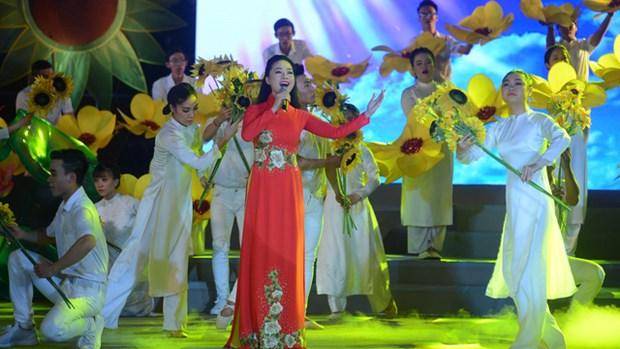 De riches activites culturelle et artistique en l'honneur de la Fete nationale hinh anh 1