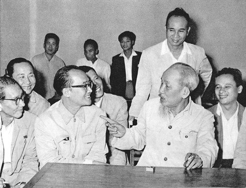 Le President Ho Chi Minh et les intellectuels hinh anh 1