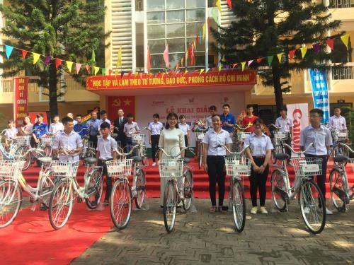 Canon Vietnam soutient des eleves de Bac Ninh et Bac Giang hinh anh 1