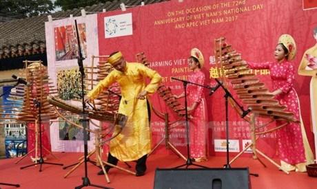 Exposition de peinture sur le Vietnam a Pekin hinh anh 1