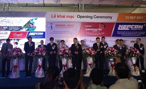 Ouverture de deux expositions sur l'industrie auxiliaire a Hanoi hinh anh 1