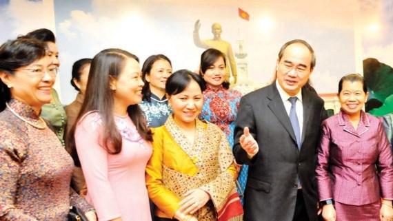 HCM-Ville est prete a promouvoir les liens des femmes vietnamiennes, laotiennes et cambodgiennes hinh anh 1
