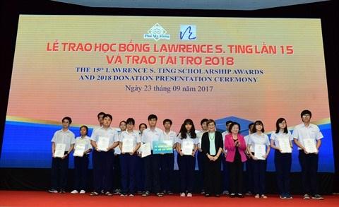 Remise de plus de 3,4 milliards de dongs de bourses Lawrence S. Ting hinh anh 1