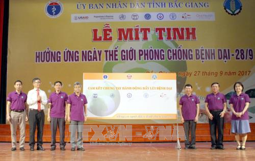 Meeting en echo de la Journee mondiale contre la rage a Bac Giang hinh anh 2
