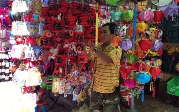 Les lanternes traditionnelles vietnamiennes attirent le chaland hinh anh 1