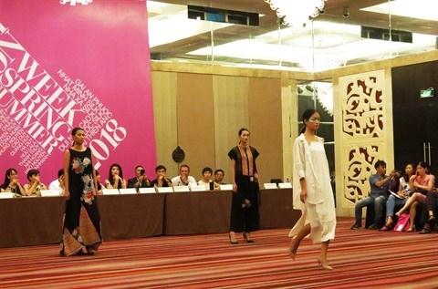Semaine de la mode printemps-ete 2018 : le textile artisanal a l'honneur a Hanoi hinh anh 2