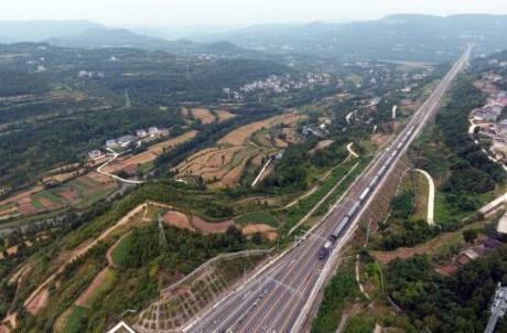 L'axe de fret routier et ferroviaire Asie du Sud-Est - Europe est ouvert hinh anh 1