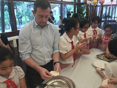 La Fete de la-mi automne a l'ambassade de France a Hanoi hinh anh 2