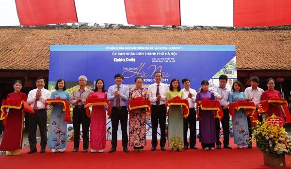« Rythme de la vie a Hanoi » en exposition au Temple de la litterature hinh anh 1