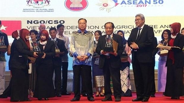Le Vietnam recoit des Prix de l'ASEAN sur le developpement rural hinh anh 1