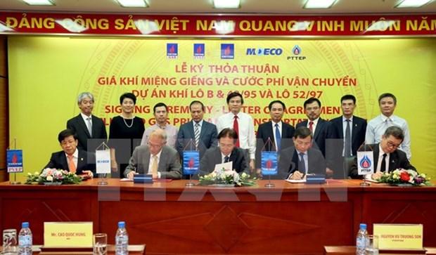 Signature de deux contrats sur le gisement gazier Phong Lan Dai hinh anh 1