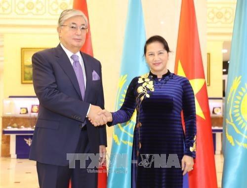 La presidente de l'AN est arrivee a Hanoi au terme de sa visite officielle au Kazakhstan hinh anh 1