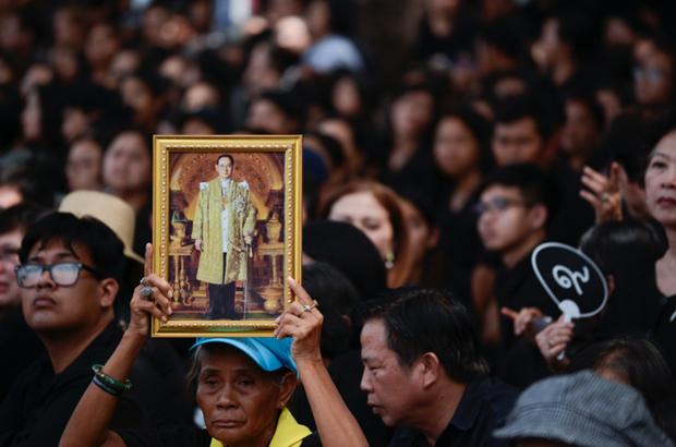 Plus de 40 nations assiteront aux funerailles de l'ancien roi de Thailande hinh anh 1