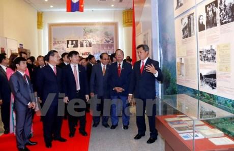 Une exposition pour marquer les relations Vietnam-Laos hinh anh 1