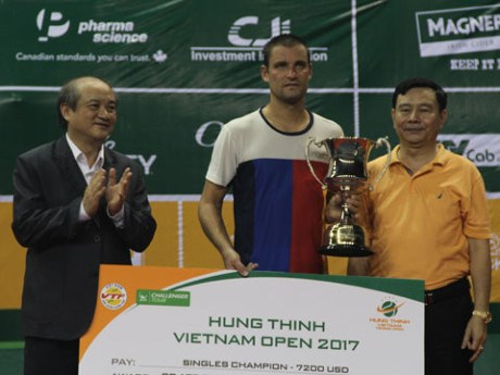 Cloture du tournoi international de tennis Hung Thinh Vietnam Open 2017 hinh anh 1