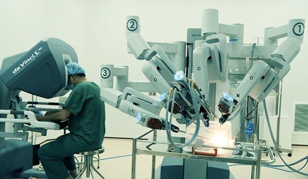Operations gratuites avec un systeme de chirurgie assistee par robot hinh anh 1