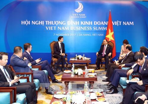 Le PM Nguyen Xuan Phuc recoit le directeur executif du Forum economique mondial hinh anh 1