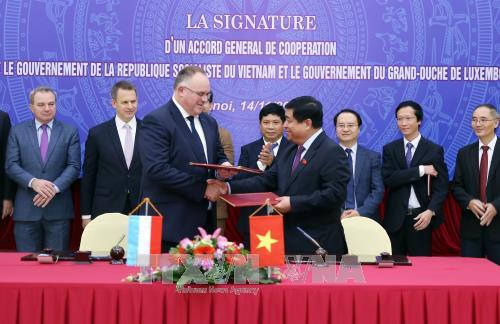 Le Vietnam et le Luxembourg signent un accord general de cooperation bilaterale hinh anh 1