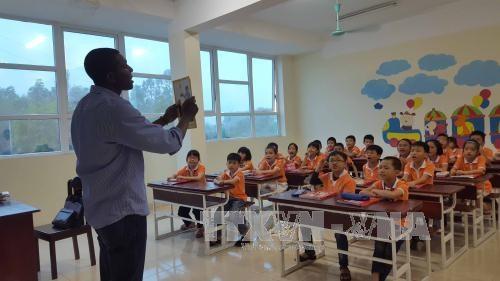 Le Vietnam a un niveau moyen de maitrise de l'anglais hinh anh 1