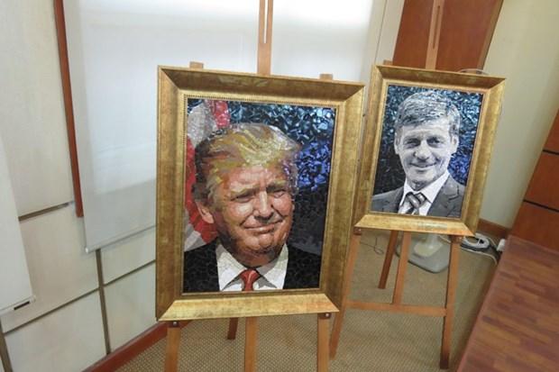 Des portraits en ceramique des dirigeants economiques de l'APEC exposes a Hanoi hinh anh 1