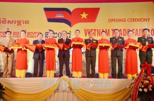 Ouverture de la foire commerciale Vietnam 2017 au Cambodge hinh anh 1