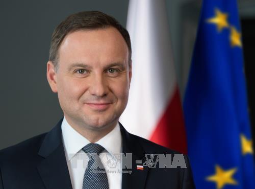 Le president polonais et son epouse entament une visite d'Etat au Vietnam hinh anh 1