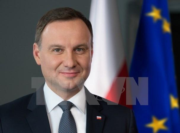 Le president polonais rencontre des anciens etudiants vietnamiens en Pologne hinh anh 1