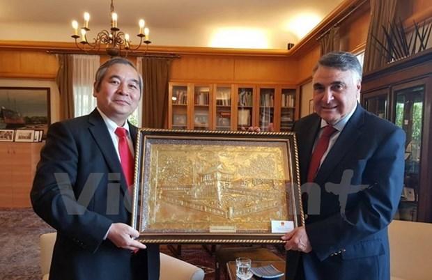 Le Chili remet l'Ordre du merite Grand Croix a l'ambassadeur vietnamien hinh anh 1