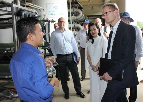 Des entreprises finlandaises visitent le complexe de traitement des dechets de Da Phuoc hinh anh 1