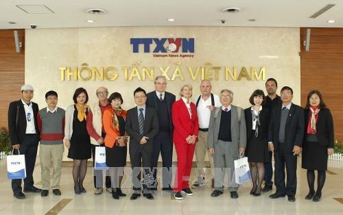 Une delegation de l'Association de la Presse Etrangere en Suisse et au Liechtenstein au Vietnam hinh anh 3