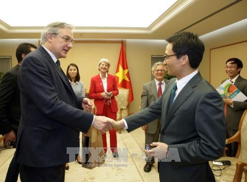 Une delegation de l'Association de la Presse Etrangere en Suisse et au Liechtenstein au Vietnam hinh anh 2
