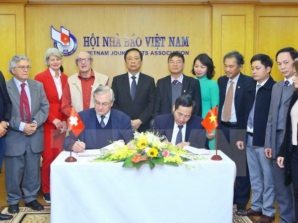 Une delegation de l'Association de la Presse Etrangere en Suisse et au Liechtenstein au Vietnam hinh anh 1