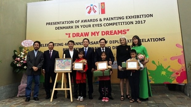 L'ambassade du Danemark au Vietnam recompense les laureats du concours de peintures pour enfants hinh anh 1