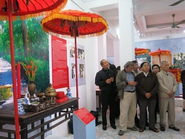 Exposition de photos et d'objets sur le mariage traditionnel de Hue hinh anh 1