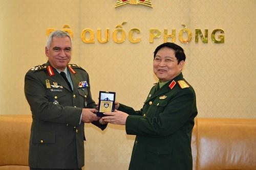 Le Vietnam et l'UE renforcent leur cooperation dans la defense hinh anh 1
