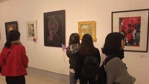Une exposition sur les beaux-arts rend hommage au president Ho Chi Minh hinh anh 1