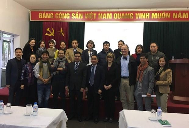 Un expert allemand aide le Vietnam a conserver des objets en papier hinh anh 1