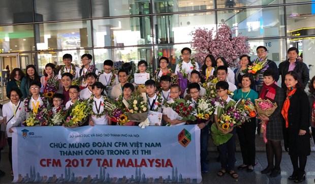 Le Vietnam remporte trois medailles d'or a un concours de mathematiques en Malaisie hinh anh 1
