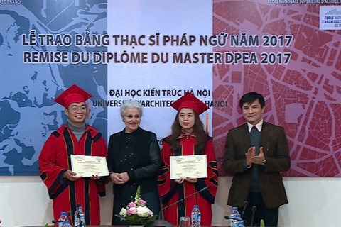 Cooperation franco-vietnamienne : remise du diplome du Master a Hanoi hinh anh 2