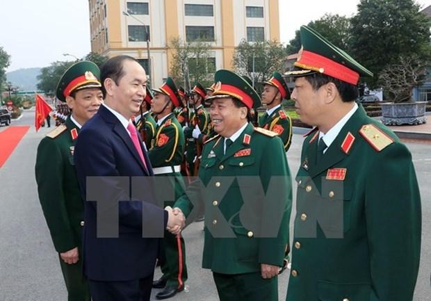 Le president Tran Dai Quang travaille avec les forces armees de la premiere zone militaire hinh anh 1