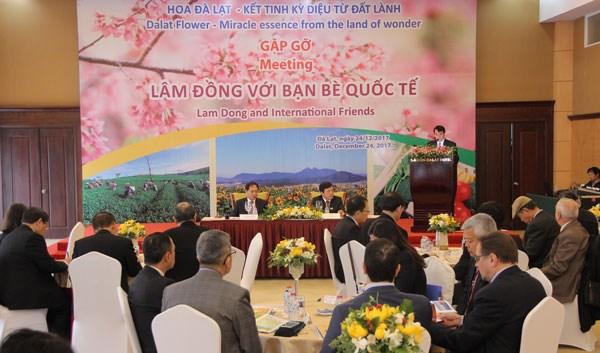 Lam Dong rencontre des diplomates a l'occasion des floralies de Da Lat hinh anh 1