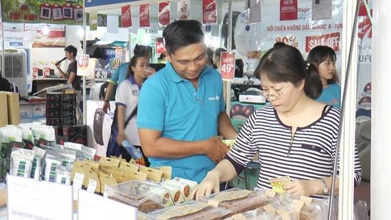 HCM-Ville: 280 entreprises presentes a la foire de la consommation 2017 hinh anh 1
